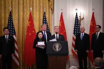 劉鶴氏、記者会見で中米第1段階経済貿易協定調印について説明