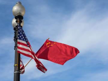 劉鶴氏、記者会見で中米第1段階の経済貿易協定内容について説明