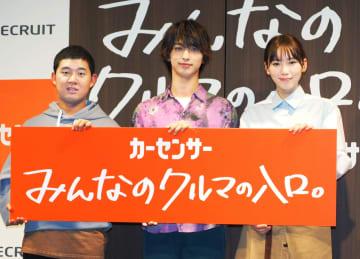 新CM発表会に登場した(左から)後藤拓実、横浜流星、飯豊まりえ=16日、東京都内