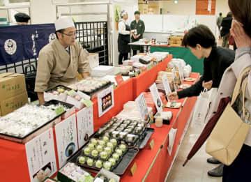 京都の名店のグルメが一堂に集まった「京都展」=1月15日、福井県福井市の西武福井店