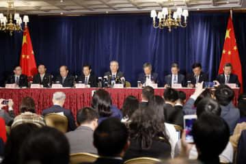劉鶴氏、記者会見で中米第1段階の経済貿易協定調印について説明