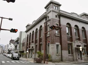NPO法人「熊本まちなみトラスト」が保存に貢献した、大正時代に建てられた旧銀行の建物=16日午後、熊本市