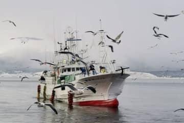 ロシア当局に連行された北海道根室市の歯舞漁協所属の「第68翔洋丸」(ロシア国境警備局提供・共同)