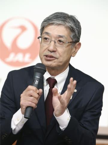 インタビューに答える日本航空の赤坂祐二社長