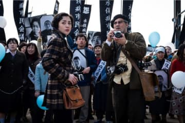 美波&ジョニー・デップ 映画『ミナマタ(原題) / Minamata』より - (C) Larry D. Horricks