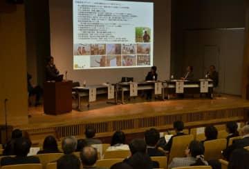 愛媛大がSDGs達成に向け、企業や行政などの参加者に協力を呼び掛けたシンポジウム=16日午後、松山市文京町