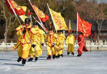 清代の八旗による氷上スポーツ「氷嬉」を再現 北京市