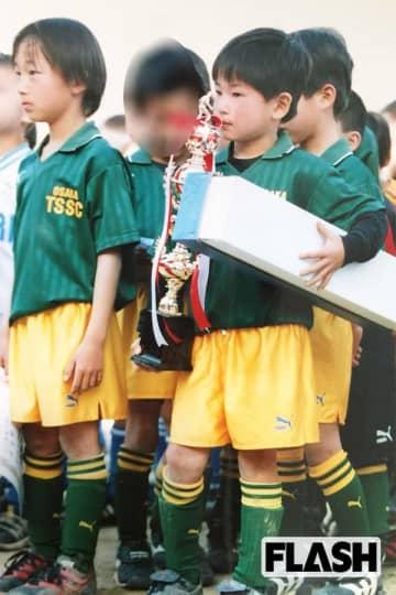 ゼッセル熊取では、日本代表の室屋成(左)とチームメイト