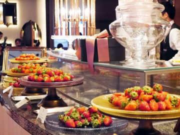 10種の生イチゴ食べ放題だけじゃない! 豪勢すぎるスイーツブッフェ