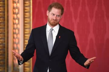 16日、ロンドンのバッキンガム宮殿で行われたラグビーの国際大会の組み合わせ抽選会に出席するヘンリー英王子(ゲッティ=共同)