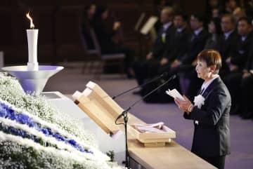 「1.17のつどい―阪神大震災25年追悼式典」で、追悼の言葉を述べる遺族代表の松本幸子さん=17日午後、神戸市中央区の兵庫県公館