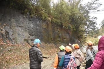 市原市田淵の地磁気逆転地層(千葉セクション)が、日本初のGSSPに認定。地質時代区分の名称が「チバニアン」に決まった=昨年12月15日、同市の養老川沿い