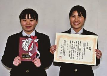 ぼうさい甲子園で優秀賞を受賞した熊野高校サポーターズリーダー部の田中きらさん(左)と中田紗奈さん