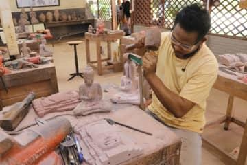 カンボジアで手工芸品制作の秘密を探る