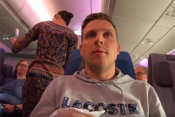 Vlogger faces backlash for negative review of Singapore Airlines