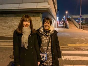 藤原正美さん(写真右)とラジオ関西の津田明日香アナウンサー(写真:ラジオ関西)