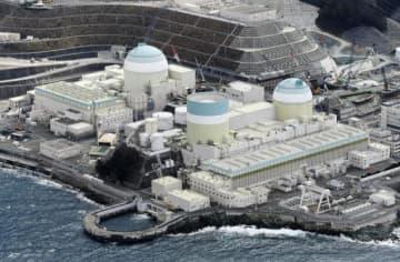 四国電力伊方原発。左から3号機、1号機、2号機(愛媛県伊方町)