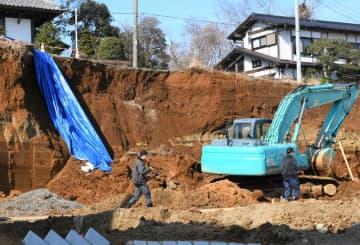 作業員の女性が生き埋めになった現場=17日午後0時20分ごろ、千葉市若葉区