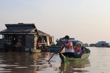 カンボジアの「水上集落」を訪ねて