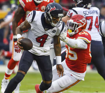 Kansas City Chiefs defensive end Frank Clark (55) pressures Houston Texans quarterback Deshaun Watson during playoff action on January 12, 2020, at Arrowhead Stadium in Kansas City, Mo. - Rich Sugg/Kansas City Star/TNS