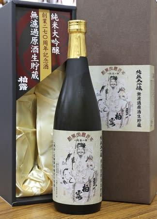 長岡藩主の絵をラベルにデザインした創業270周年記念酒「柏露」=長岡市十日町