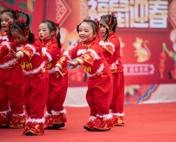 民族文化の魅力を披露 農村で春節を迎える催し 湖南省懐化市