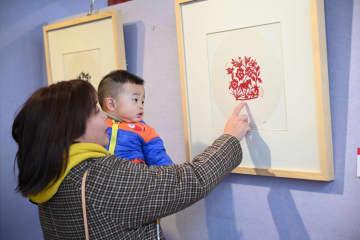 伝統工芸ホリンゴル切り紙 内モンゴル自治区フフホト市