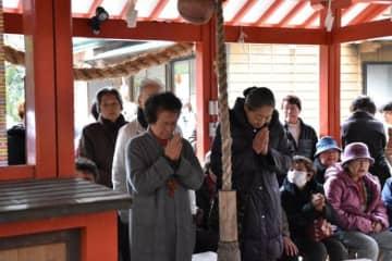 春日神社で健康などを祈った三社参りの参加者