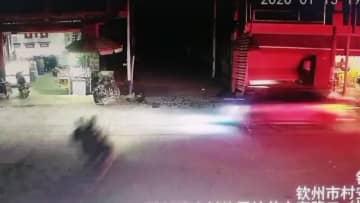警官も驚愕 バイク事故で九死に一生