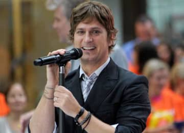 NEW YORK, NY - SEPTEMBER 03: Rob Thomas of Matchbox Twenty performs on NBC's