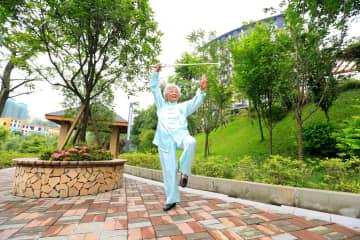 重慶市人民代表大会代表、介護サービス発展策を提案