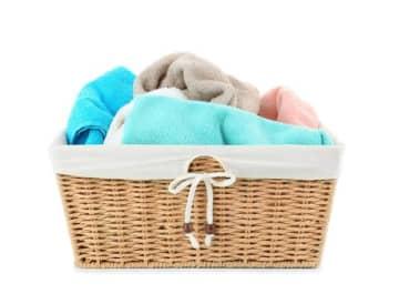古くなって風合いや色の悪くなったバスタオル。そのまま捨てるには忍びない、とはいえわざわざ切り刻んでウエス(雑巾)にする手間も惜しい。そんなあなたに試して欲しい、超時短技!