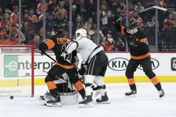 Philadelphia Flyer's left winger James van Riemsdyk (right) raises his stick after he scored the Flyers' fourth goal in their 4-1 win over the Los Angeles Kings on Saturday, Jan. 18, 2020. - ELIZABETH ROBERTSON/The Philadelphia Inquirer/TNS