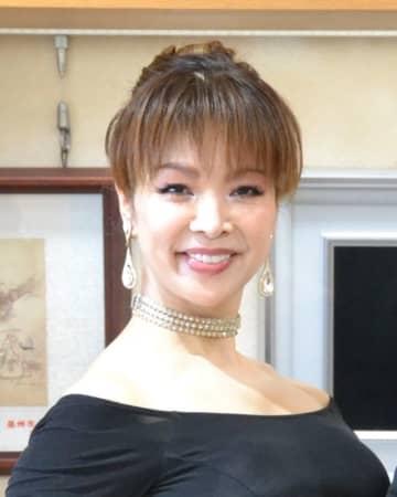 ミセスインターナショナル九州沖縄大会でグランプリに輝いた山本玲子さん=17日、浦添市役所