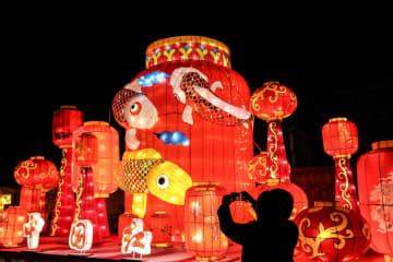 夜空を彩るランタンの明かり 遼寧省大連市