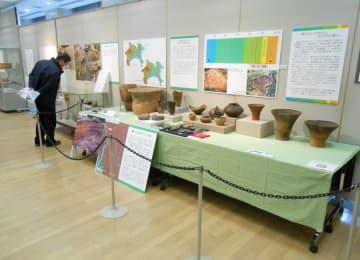 巡回展で綾瀬市内の遺跡を紹介したコーナー=市役所市民展示ホール