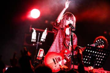 藤川千愛[ライブレポート]先人たちへのリスペクトと未来への希望を高らかに歌い上げた新宿の夜
