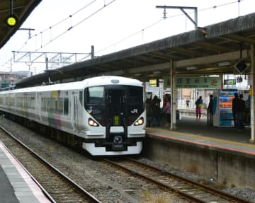 <ちばとぴ!鉄道部>ようこそ「成田詣」へ 各地からやってきた臨時列車を観察