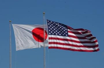 (資料写真)日章旗と星条旗