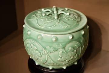 海南省博物館で竜泉青磁展、現代巨匠の作品120点を展示