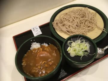 自家製お蕎麦とカレーライスのセットがこの値段!なんとお得な!でもちょっと早めのお昼になりますが・・・(名古屋市中区)