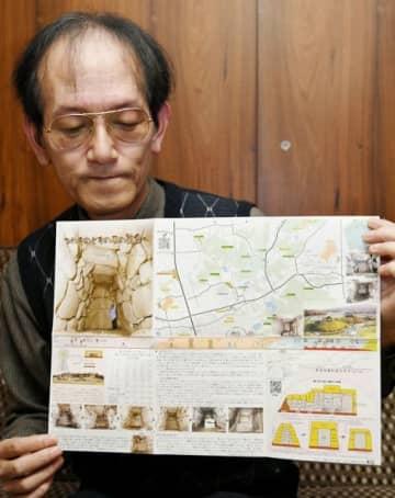 緑山、稲荷山古墳群をメインに据えた探訪マップを手にする和気さん