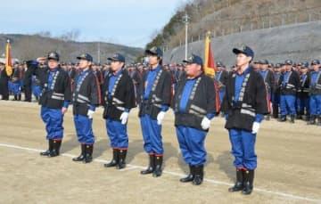 任命された新入団員の代表(前列)