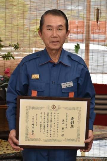 消防団活動50年を迎え、市長表彰を受けた黒木新一さん