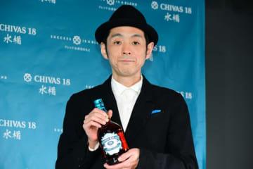 宮藤官九郎さん、「顔」を務めるウィスキーを語る 2020年は「舞台を中心に」