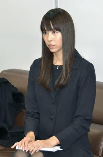 広島県庁で記者会見する渡辺典子県議=20日午後