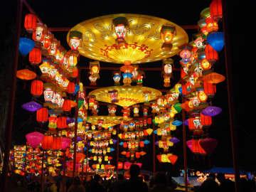 灯りが織りなすファンタジー 自貢国際恐竜ランタンフェスティバル開幕 四川省