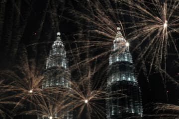 Fireworks explode near Petronas Twin Towers during New Year celebrations in Kuala Lumpur on Jan 1, 2020. Malaysia plans to launch 5G by the third quarter of this year. (Reuters photo)