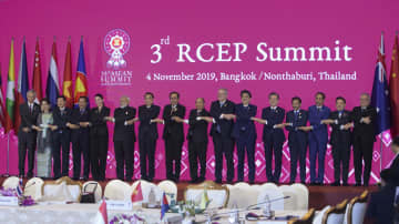 Leaders and representatives of the 10 Asean countries and six dialogue partners, namely China, Japan, South Korea, India, Australia and New Zealand, at the 3rd RCEP Summit.Bangkok Post photo