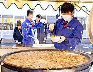 あんこう鍋に『ホッと』いわき市民 ら・ら・ミュウで冬の味覚
